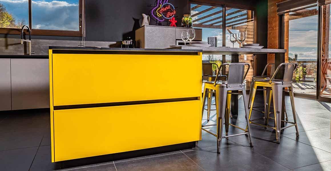 cuisine ilot jaune