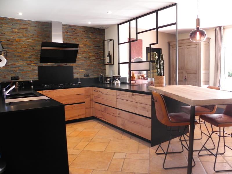 cuisine ouverte bois noir verrière sur mesure